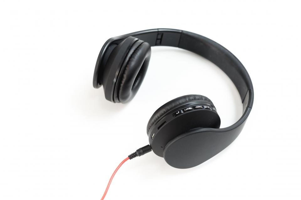 headphones headset music black speaker electronic gadget sound
