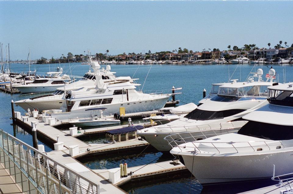 newport yachts boats docks water rich wealthy sunny sunshine houses