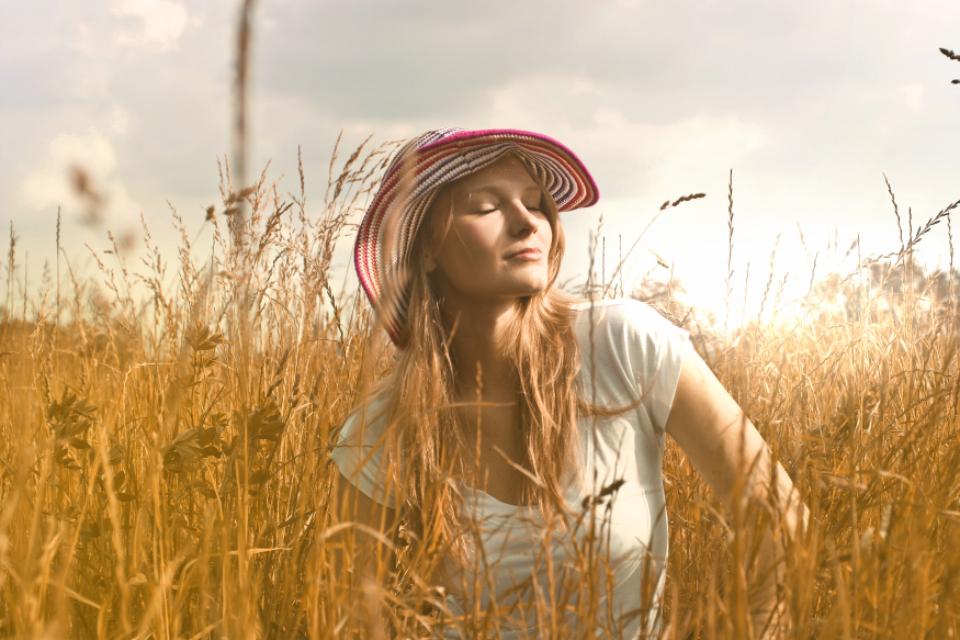 woman sun hat field farm wheat grass girl nature countryside crops cropland fashion straw summer sunset