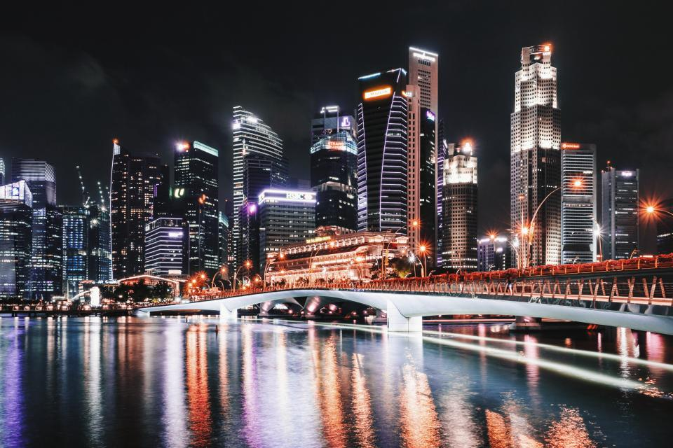 singapore bridge buildings infrastructure architecture dark night lights city long exposure sky skyline skyscraper sea ocean water reflection