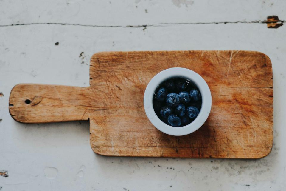 wooden chopping board saucer food blueberry fruit table