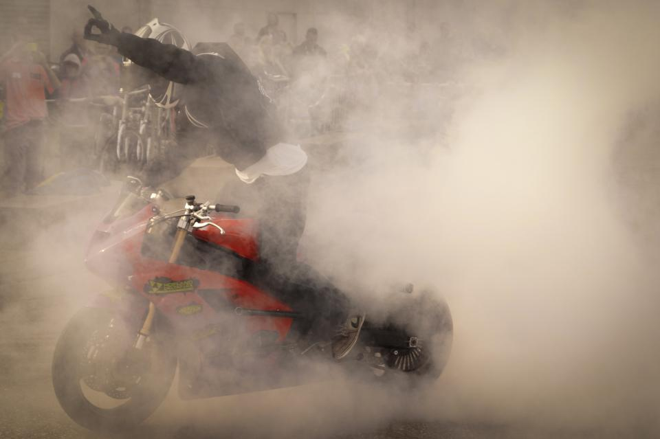 burnout smoke motorbike motorcycle stunts race