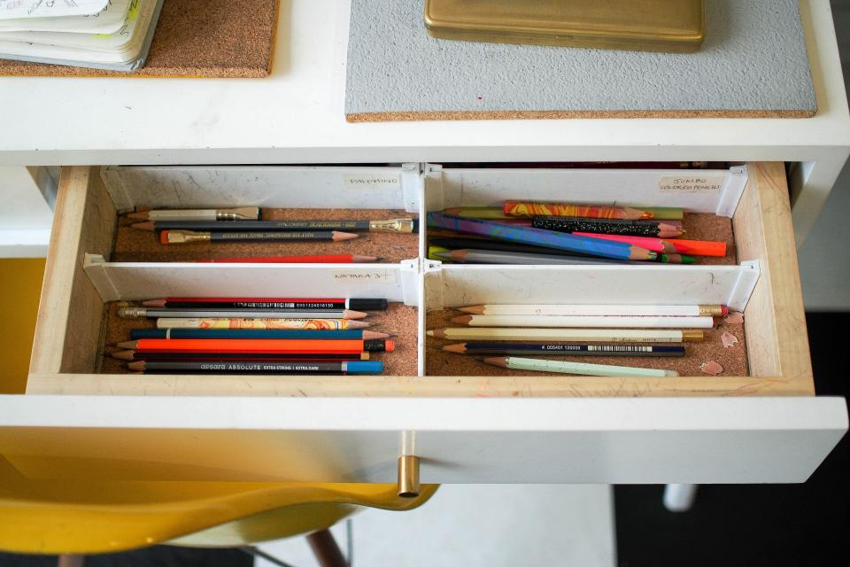 table drawer pen paintbrush artist draw