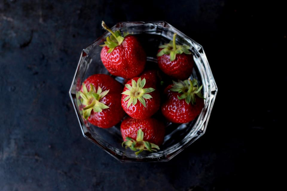 food eat fruits strawberries bowl pile stack top view red