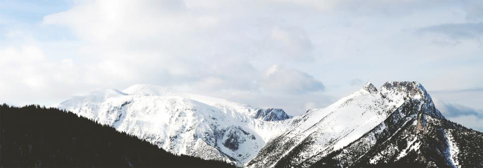 sky clouds mountains peaks snow cold winter cliffs hills