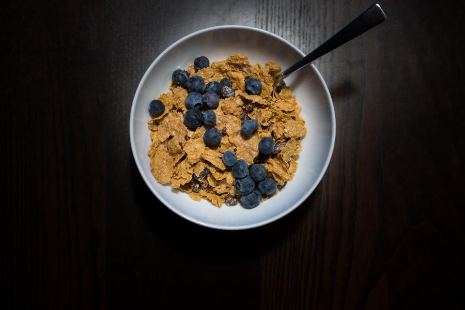 breakfast blueberries wood bowl cereal food