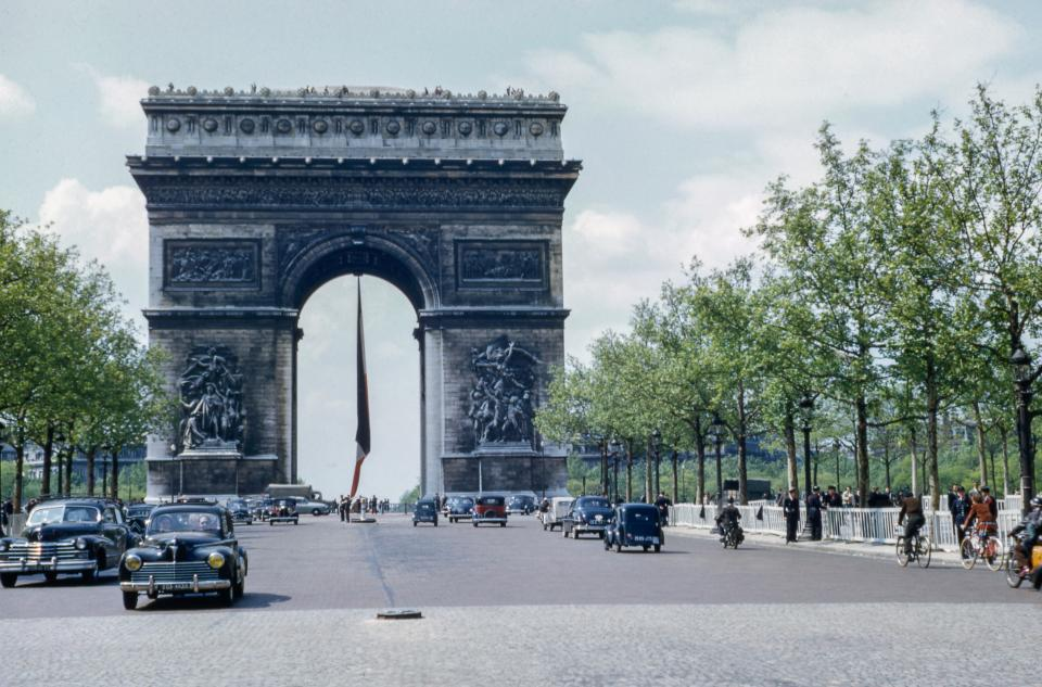 arc de triomphe monument landmark france travel road car vehicle outdoor view