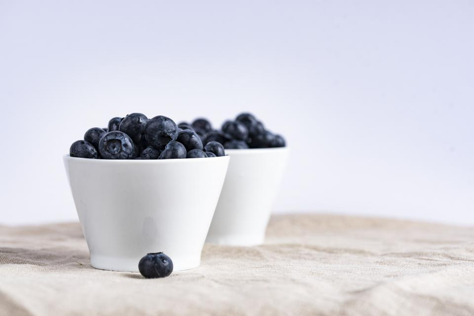 blueberries fruits food healthy bowl white