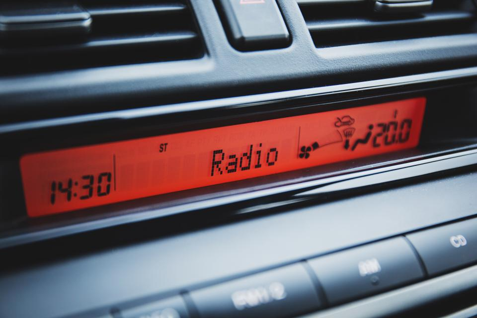 car dashboard radio clock time
