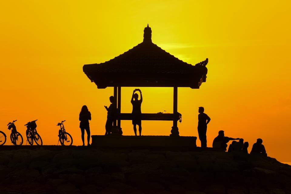 men women people group friends silhouette shadow yellow gradient bicycles gazebo sunset dusk