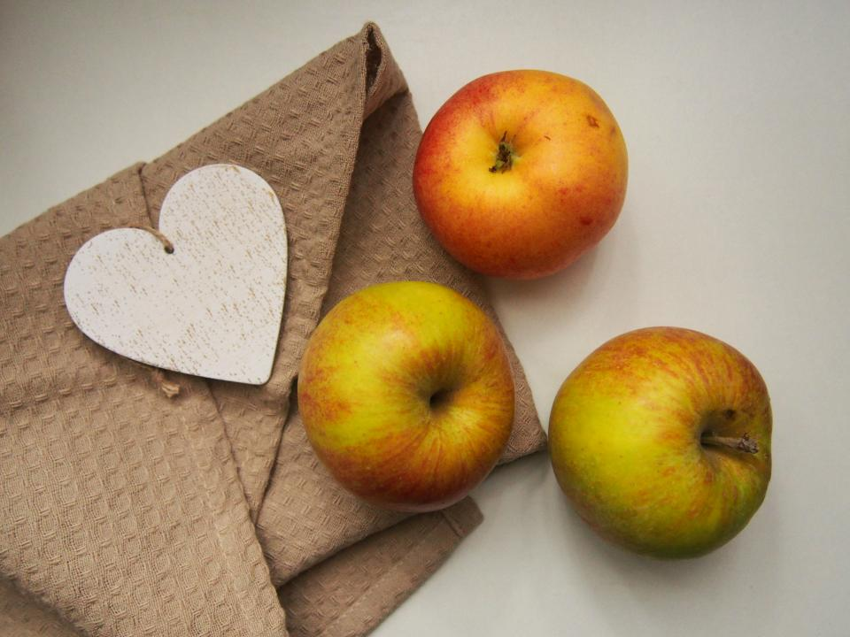 apples fruits food healthy heart