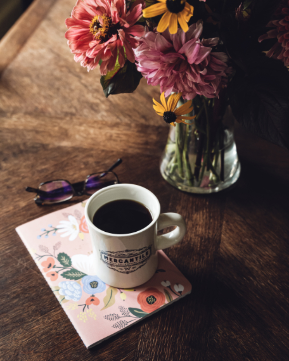 coffee flowers table cup desk glasses beverage vase wooden colorful decoration drink note notebook caffeine decor home