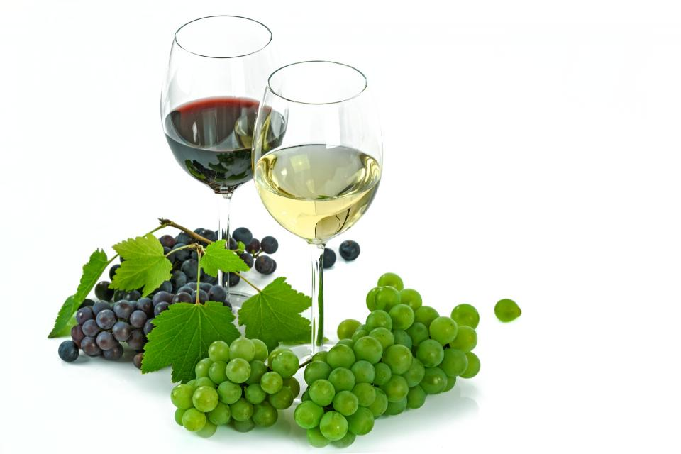 green grapes fruit food red white wine glass drink beverage