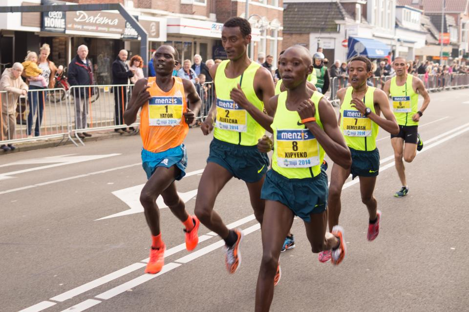 running sprint marathon exercise fitness competition race street crowd spectators