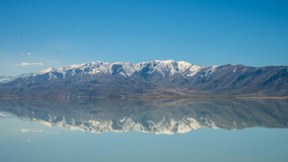 mountain valley landscape view nature blue sky cloud horizon lake water reflection