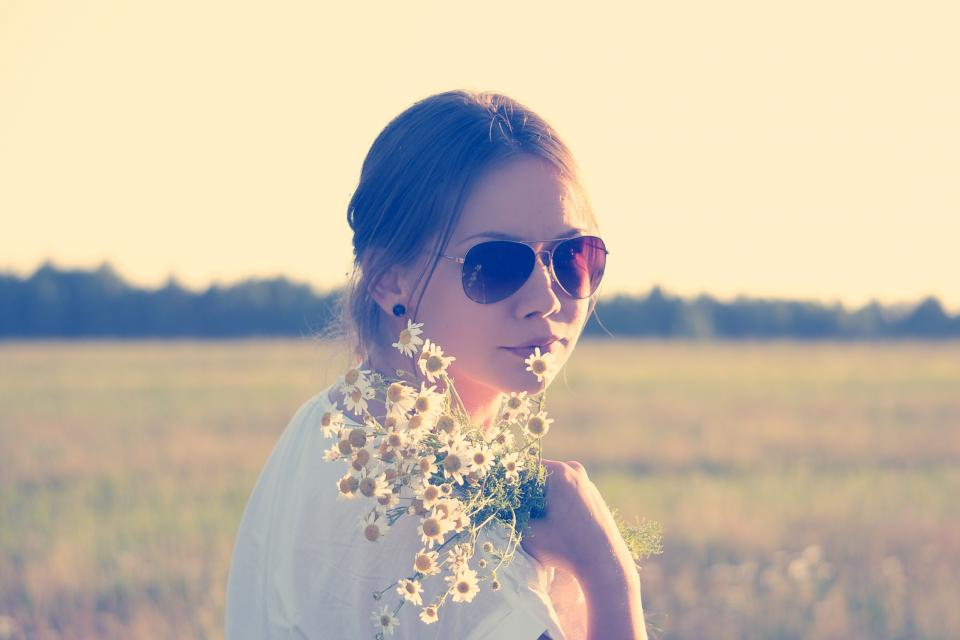girl daisy daisies flowers sunglasses sunshine brunette field people pretty cute beauty