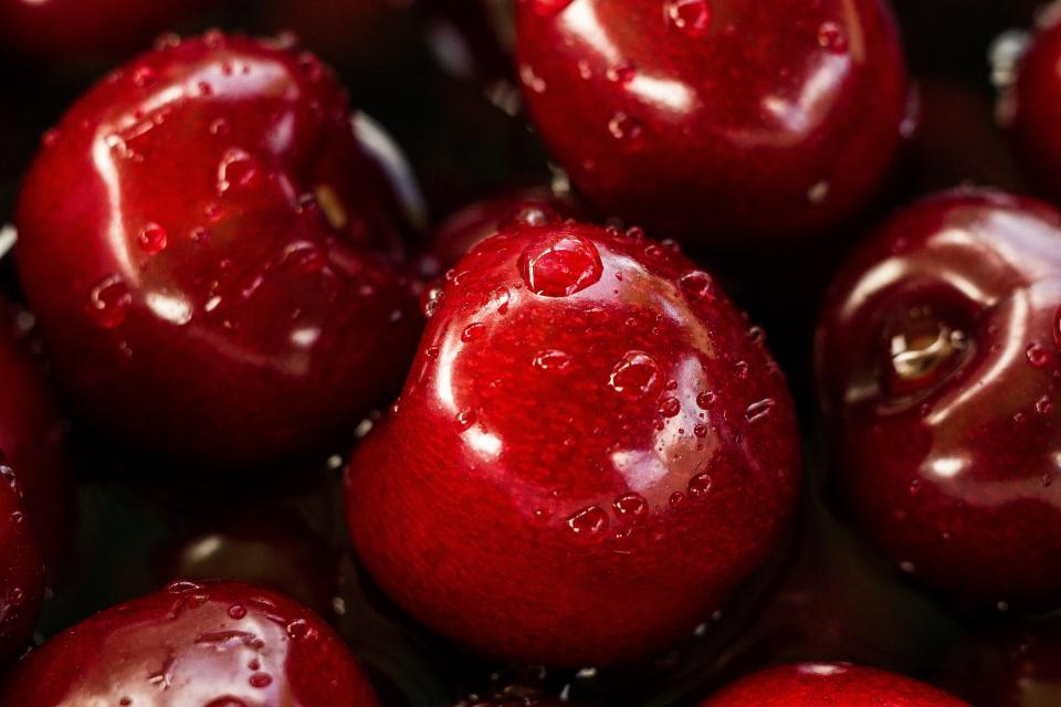 cherries fruits food water droplets pile red