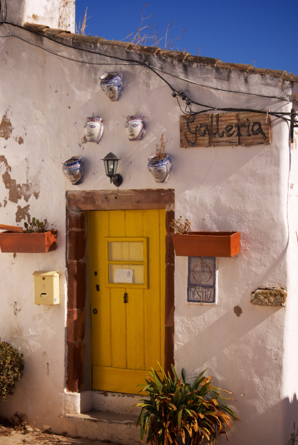 door doorstep house welcome portugal white plants pot faces galleria gallery