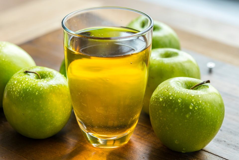 apple juice beverage cider food fruit close up water droplets table glass healthy fresh green ingredient natural nutrient liquid organic refreshing thirsty sour tasty vitamin wellness