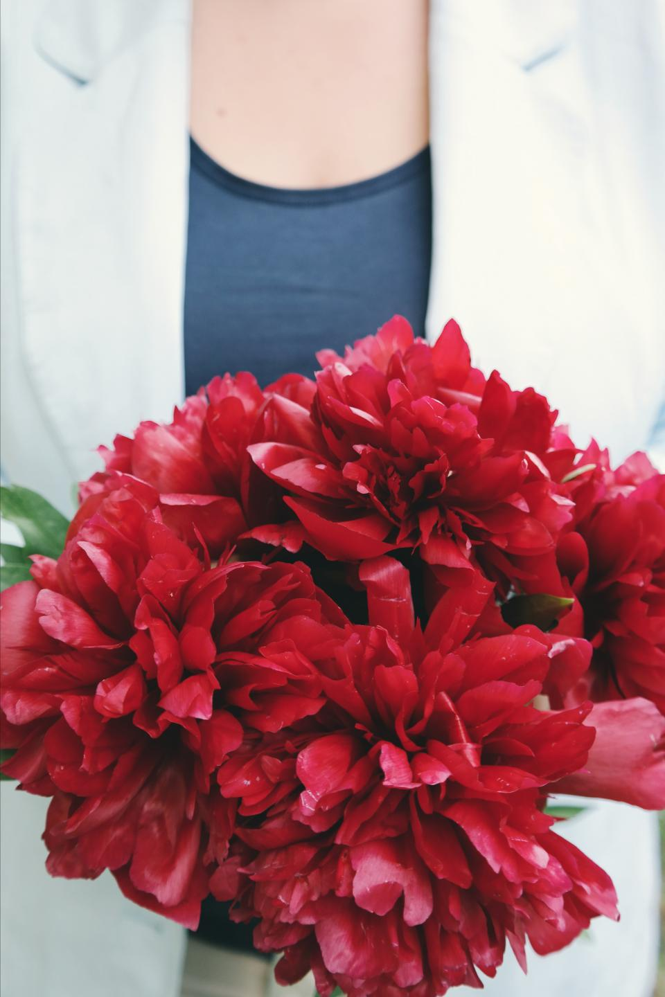 people woman chest red flower petals bouquet