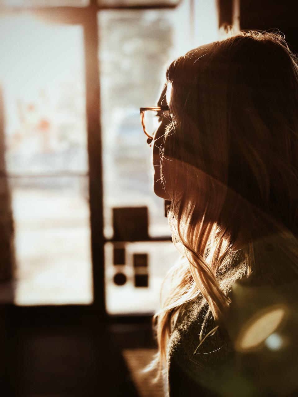 bokeh blur sunlight eyeglasses woman girl lady people window pane reflection fashion