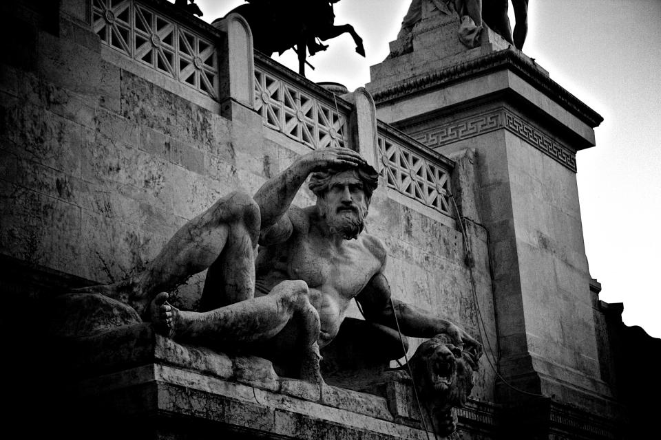 statue sculpture roman architecture art Rome black and white
