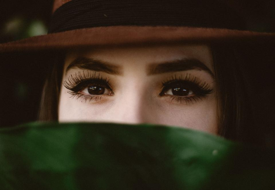 people women girl eyes eyebrows eyelashes beauty green leaf hat