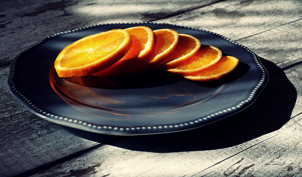 orange sliced fruit citrus food raw food eating healty healthy food plate sunlight
