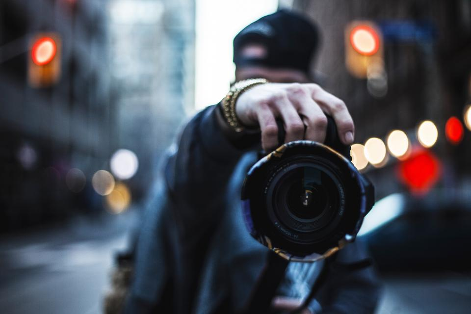 camera canon lens flash photography photo photographer people man bokeh urban city