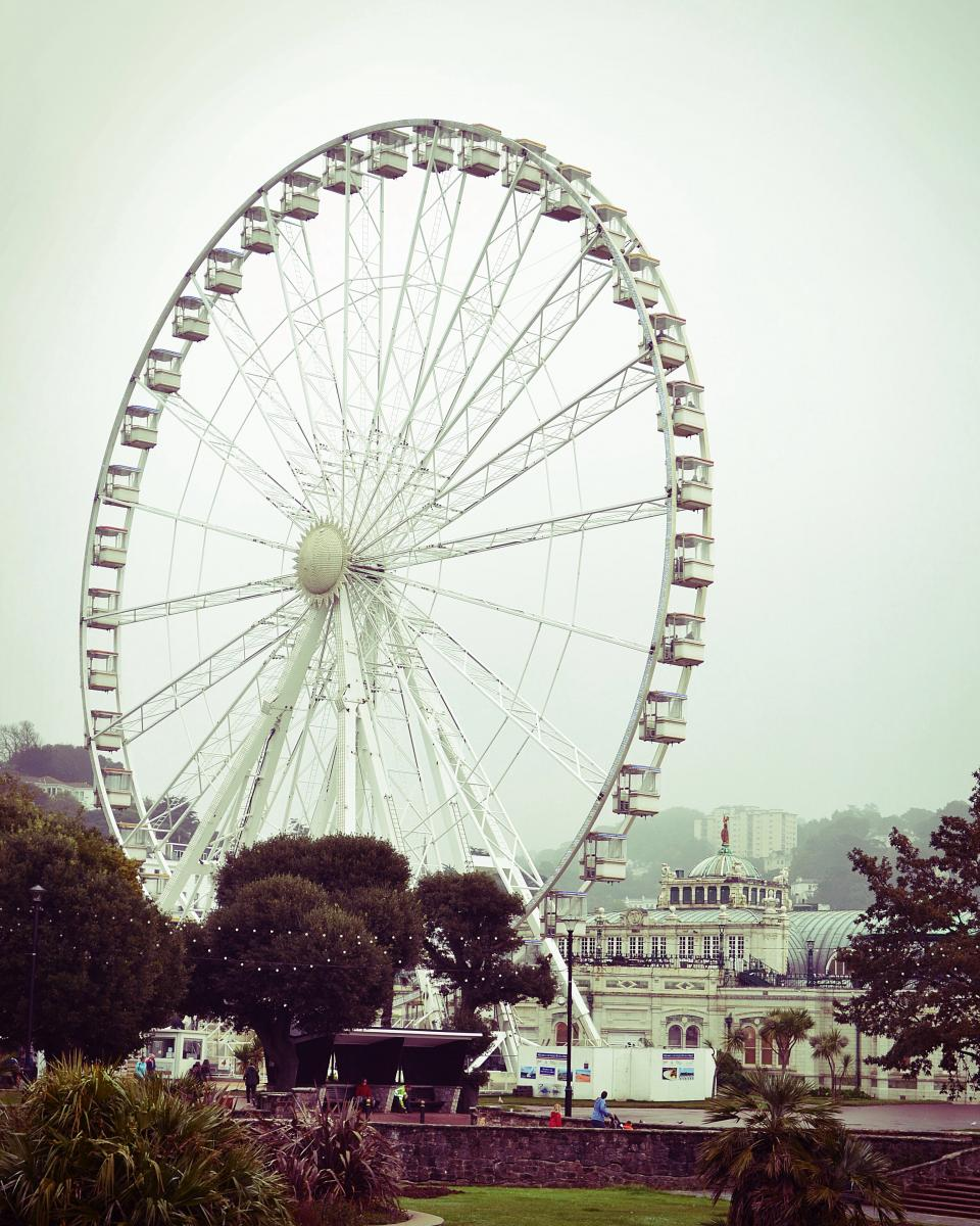 ferris wheel England city