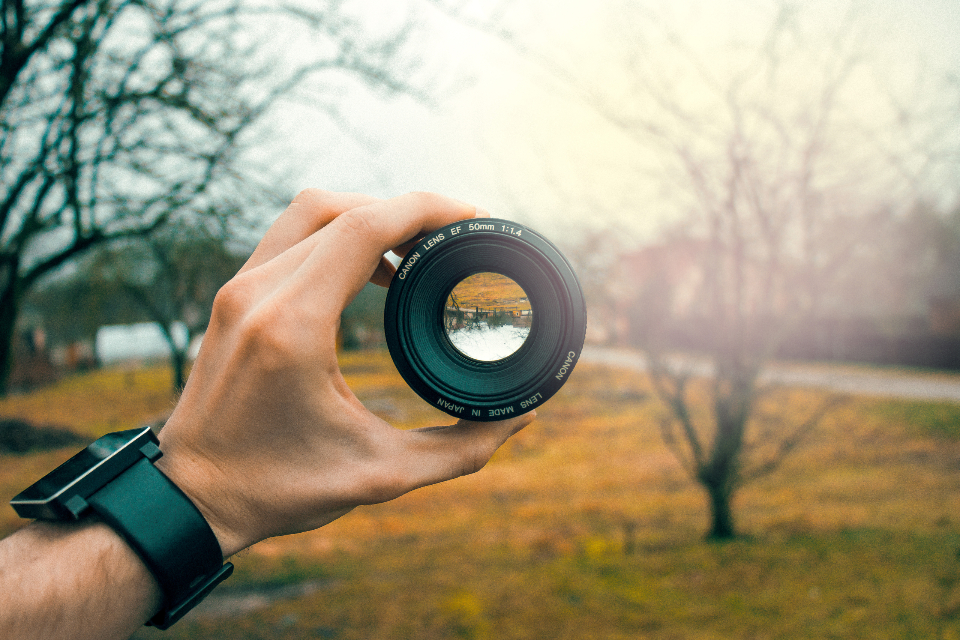 pov hand lens canon 50mm mirror glass upside down aperture wide minimal free images free photos royalty free focus focal length portrait full frame dslr optics eye iris outdoor nature equipment technology holding design