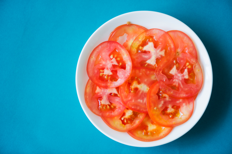 bright cut delicious diet dieting dish foods freeze fresh freshly half healthy ingredient natural nutrition organic piece plate raw red ripe round served serving shiny sliced slices tasty tomato vegan vegetable vegetarian vitamin wet