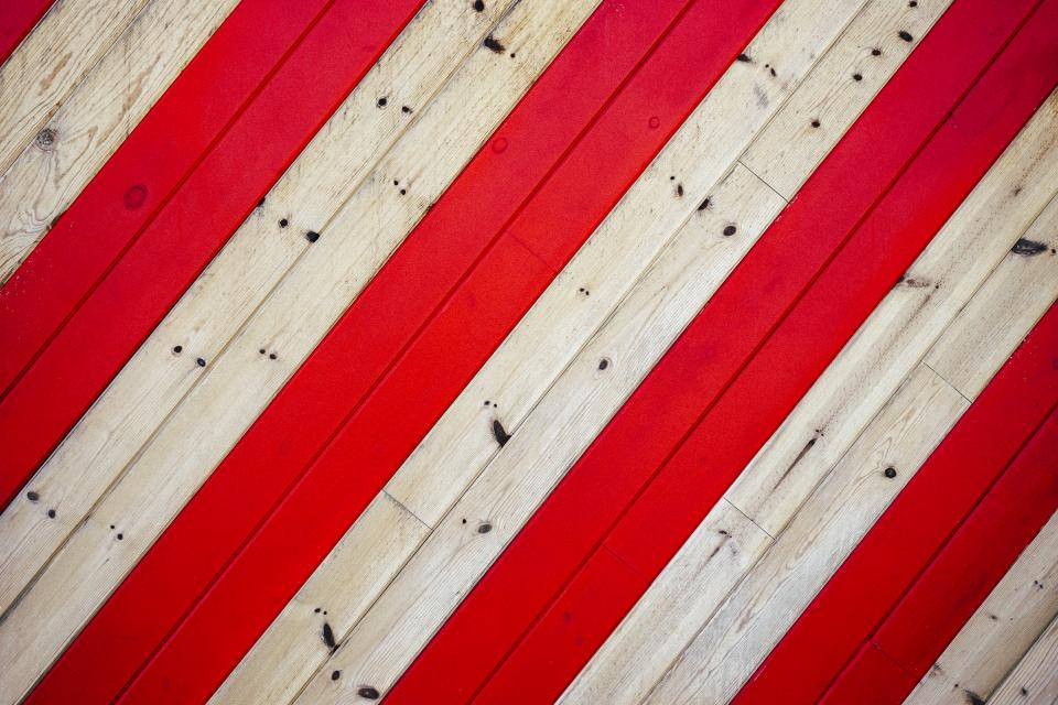 wood red stripes