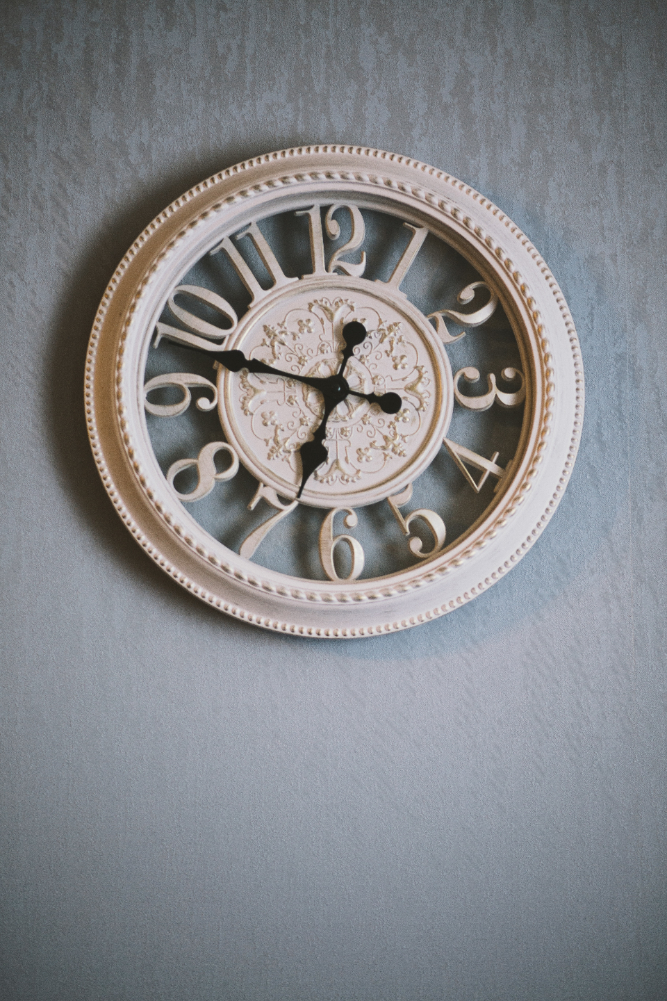 contemporay wall clock time antique hands retro furniture style