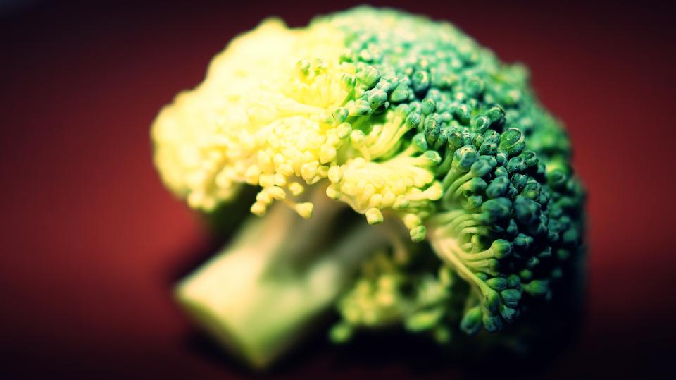 broccoli raw fresh food vegetation green cook recipe nutritious vegetable
