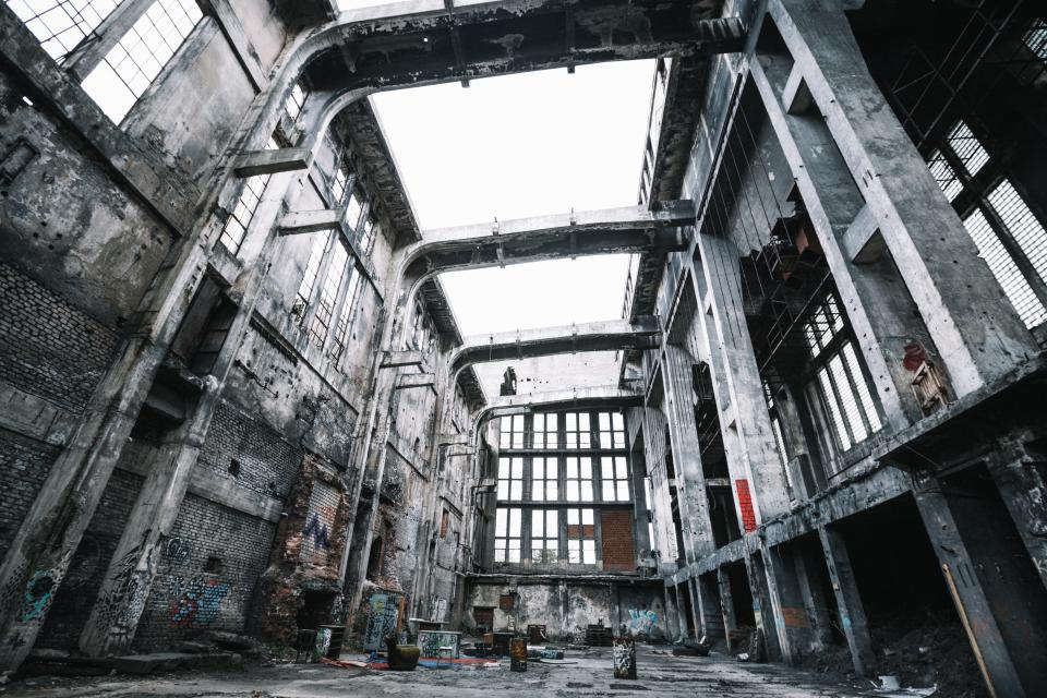 architecture buildings warehouse factory old decrepit steel concrete patterns perspective windows waste
