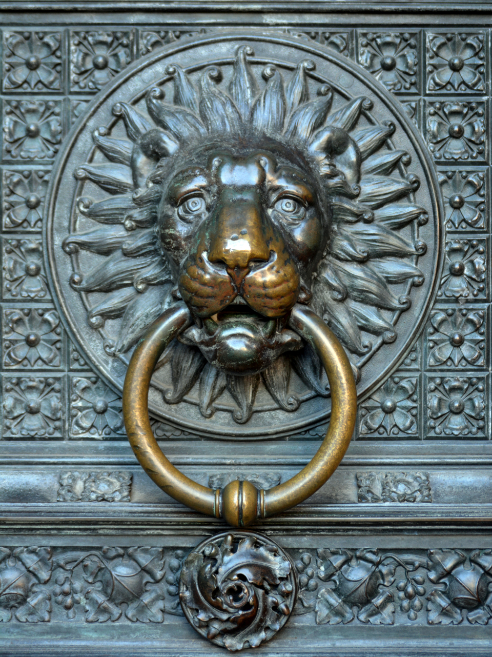 ornate close up keyhole doorknob design old antique metal brass decoration architecture door knocker exterior vintage bronze lion object