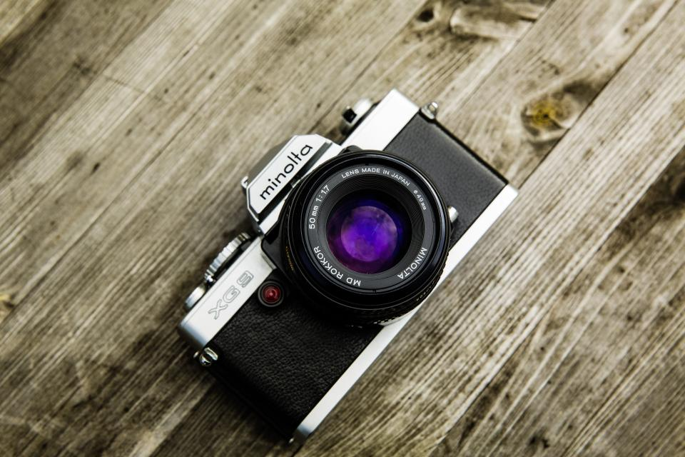 camera lens shoot picture photo image minolta shutter wood
