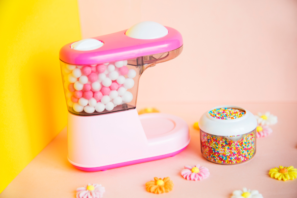 box bright candy chewing gum children chocolate close up close-up colorful delicious effects flower gum pastel pink pop red sewing machine sugar flower sweet sweets toy unhealthy wallpaper yellow