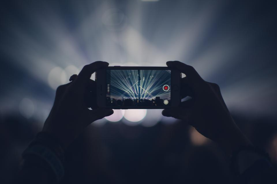 technology photography gadgets iphone smartphone mobile concert bokeh hands hold person people