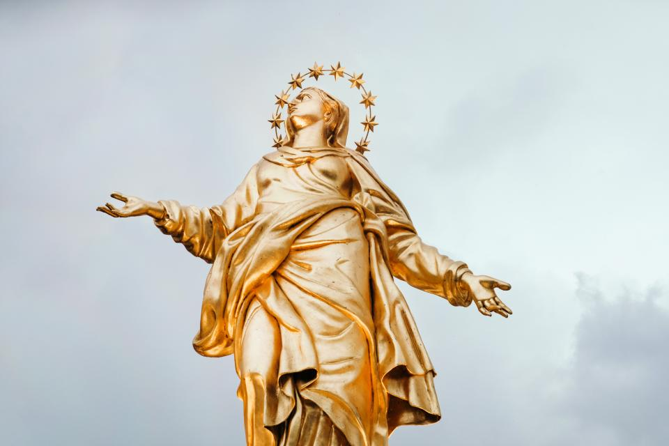 gold statue crown madonnina italy sky