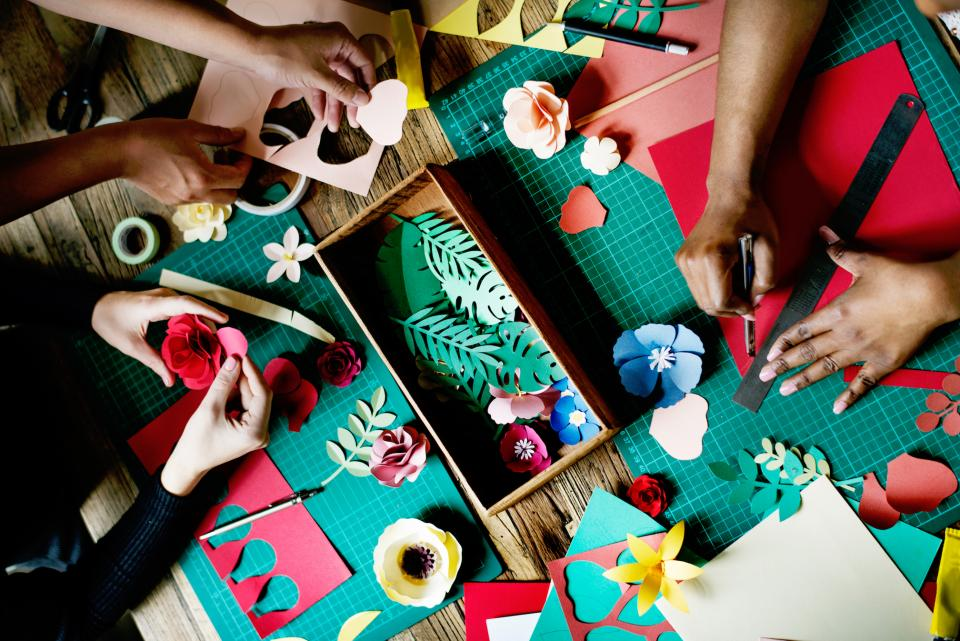 lifestyle working arts crafts handicrafts flowers paper colors