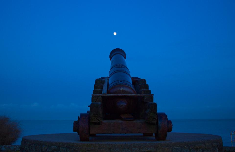 cannon moon night sky dark evening