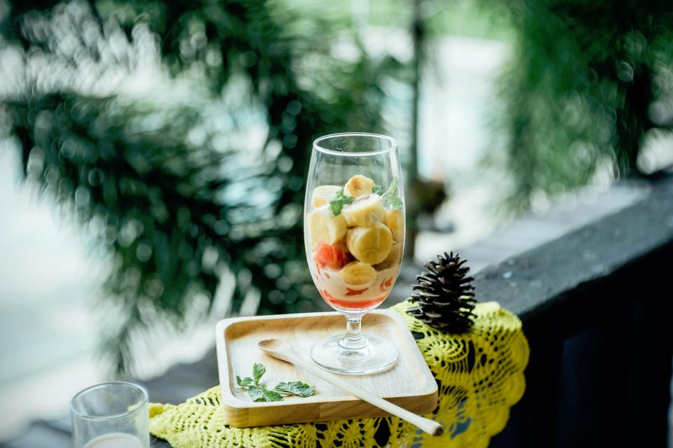 lifestyle glass food dessert fruits bananas nature trees leaves pinecone