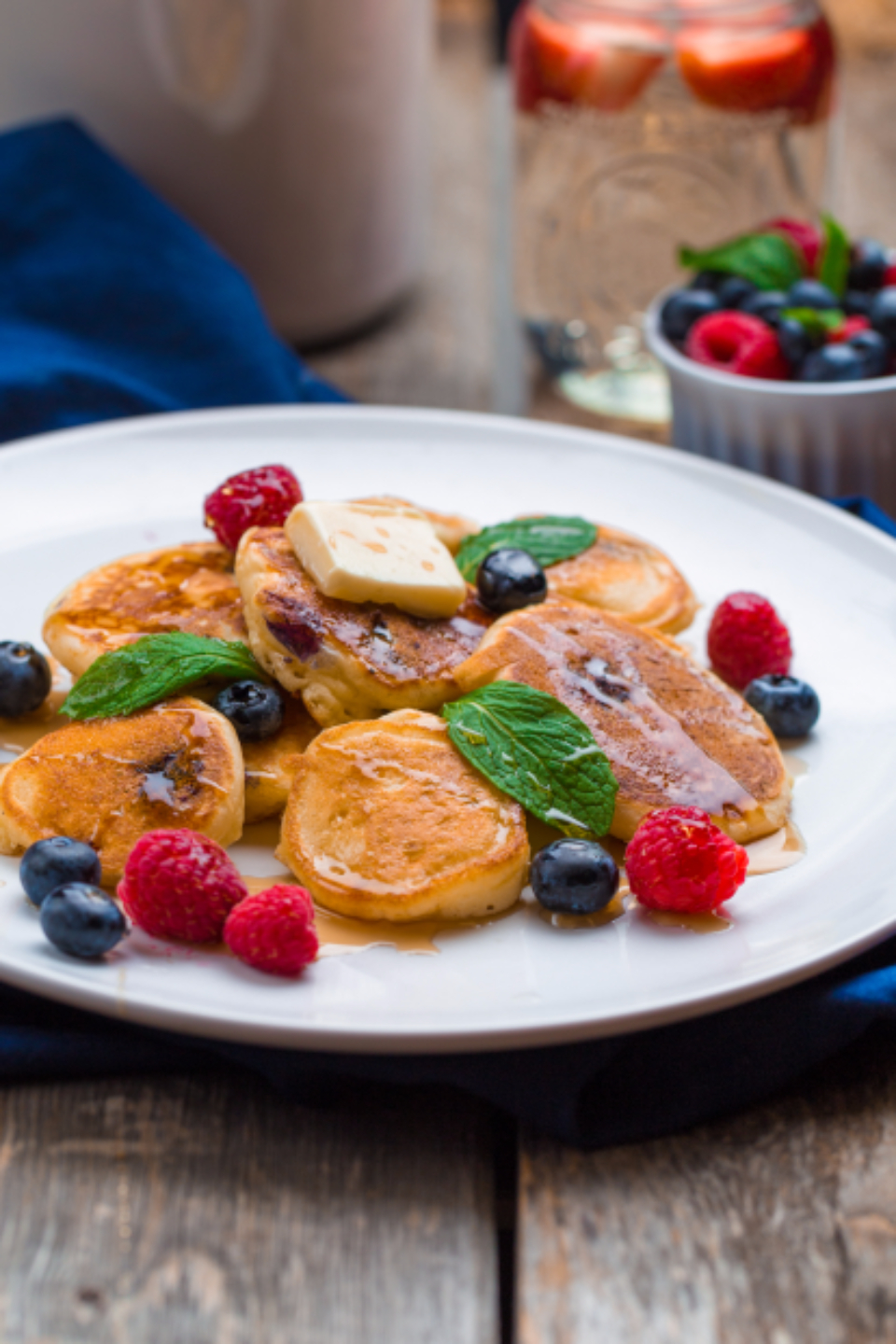food food photography fruits pancake pancakes syrup maple syrup healthy breakfast nutritutional raspberries raspberry blueberries blueberry mint butter yummy yum tasty taste