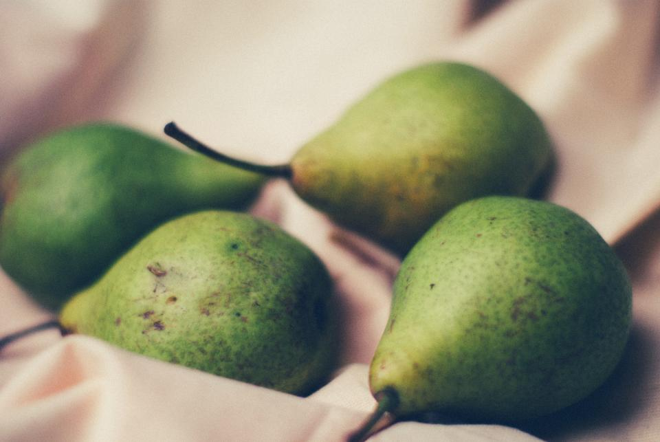 green pears fruits healthy food