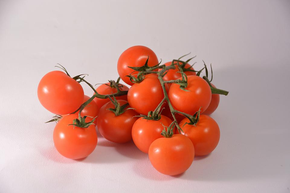 tomato vegetation food orange bunch fresh plant