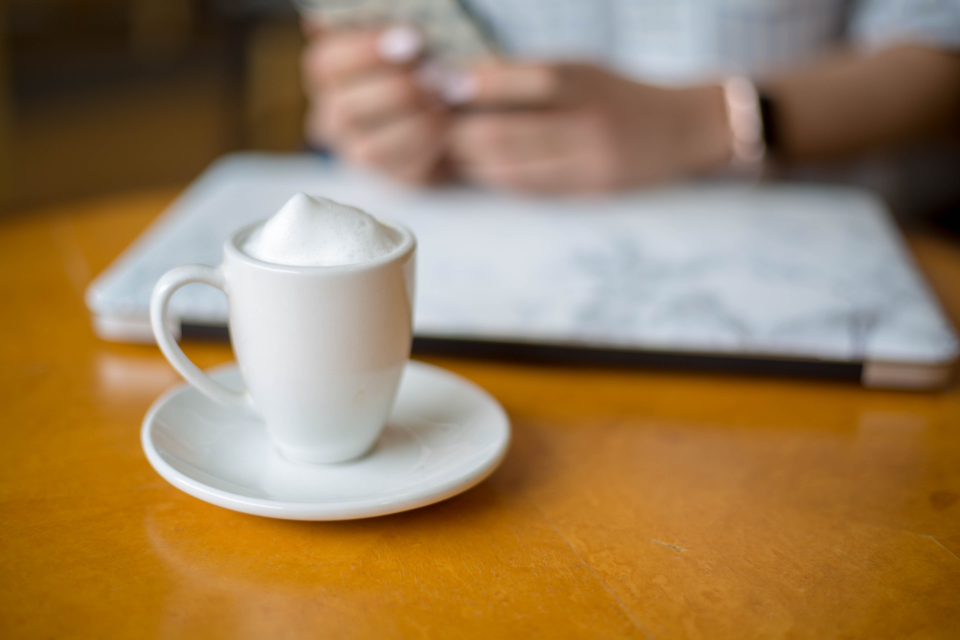 coffee work table plate design business laptop latte person hands cup freelance office cafe
