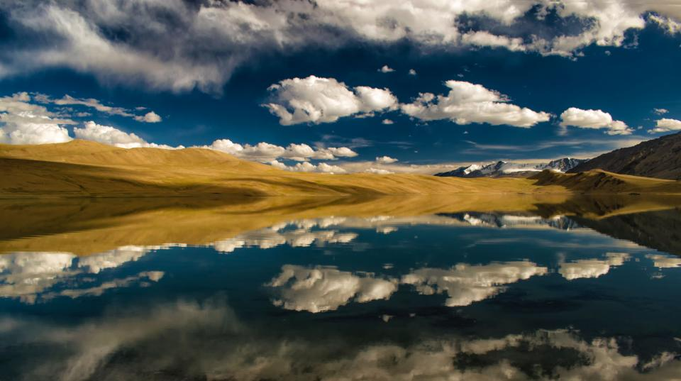 highland mountain lake water reflection blue sky clouds nature view outdoor