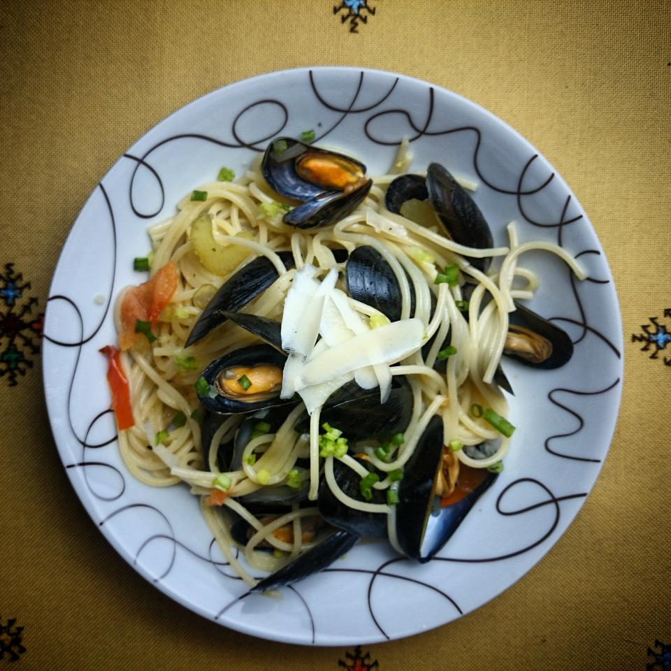 seafood clams mussels spaghetti food dinner